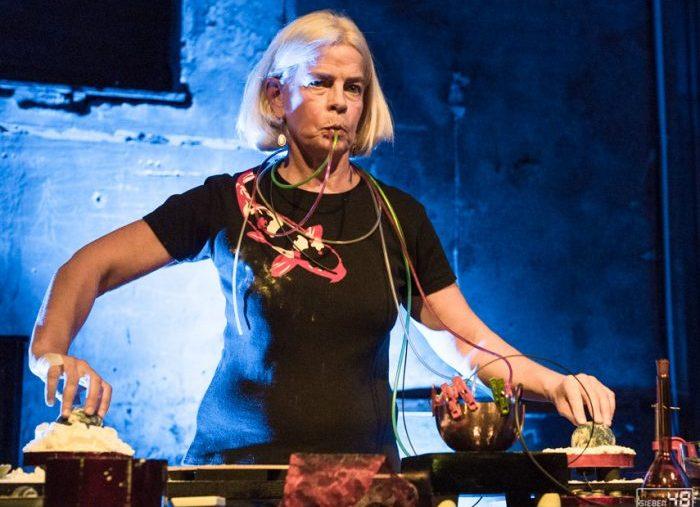 Hanna Hartman – Klangalchimie im Lokal Harmonie