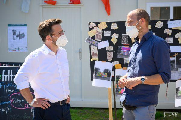 Thomas Kutschaty während des Gute Klima Festivals im Gespräch mit Fabian Sattler zum Future City Camp am Maschinenhaus Essen